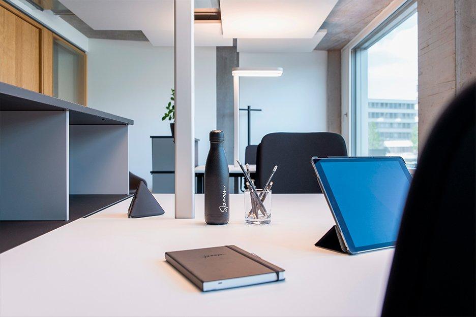Büro/Projektraum mit 3 Arbeitsplätzen