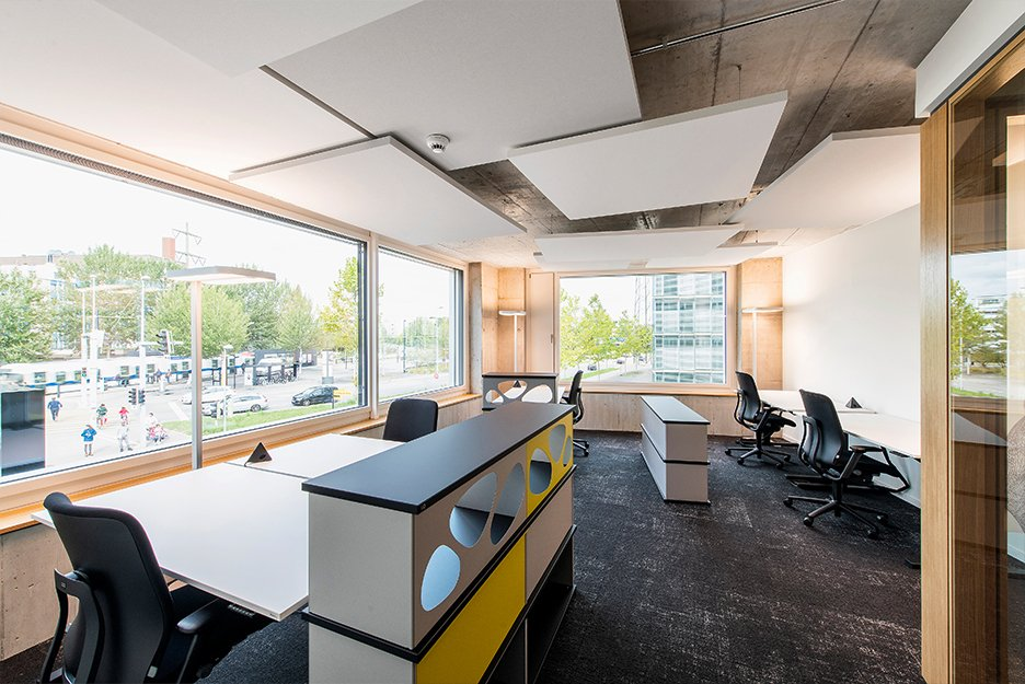Office/project space with 5 workspaces