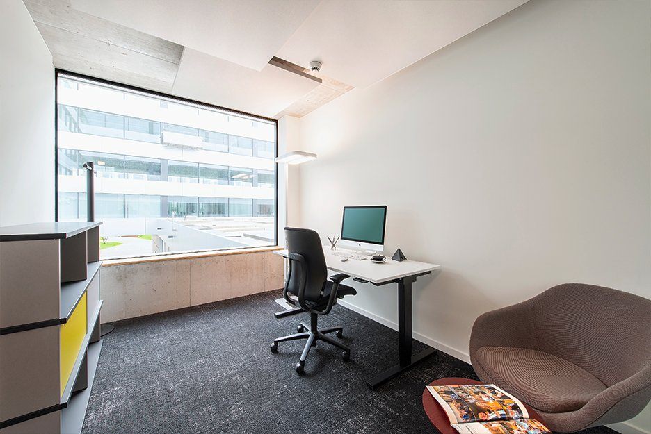 Office/project space with 1 workspace
